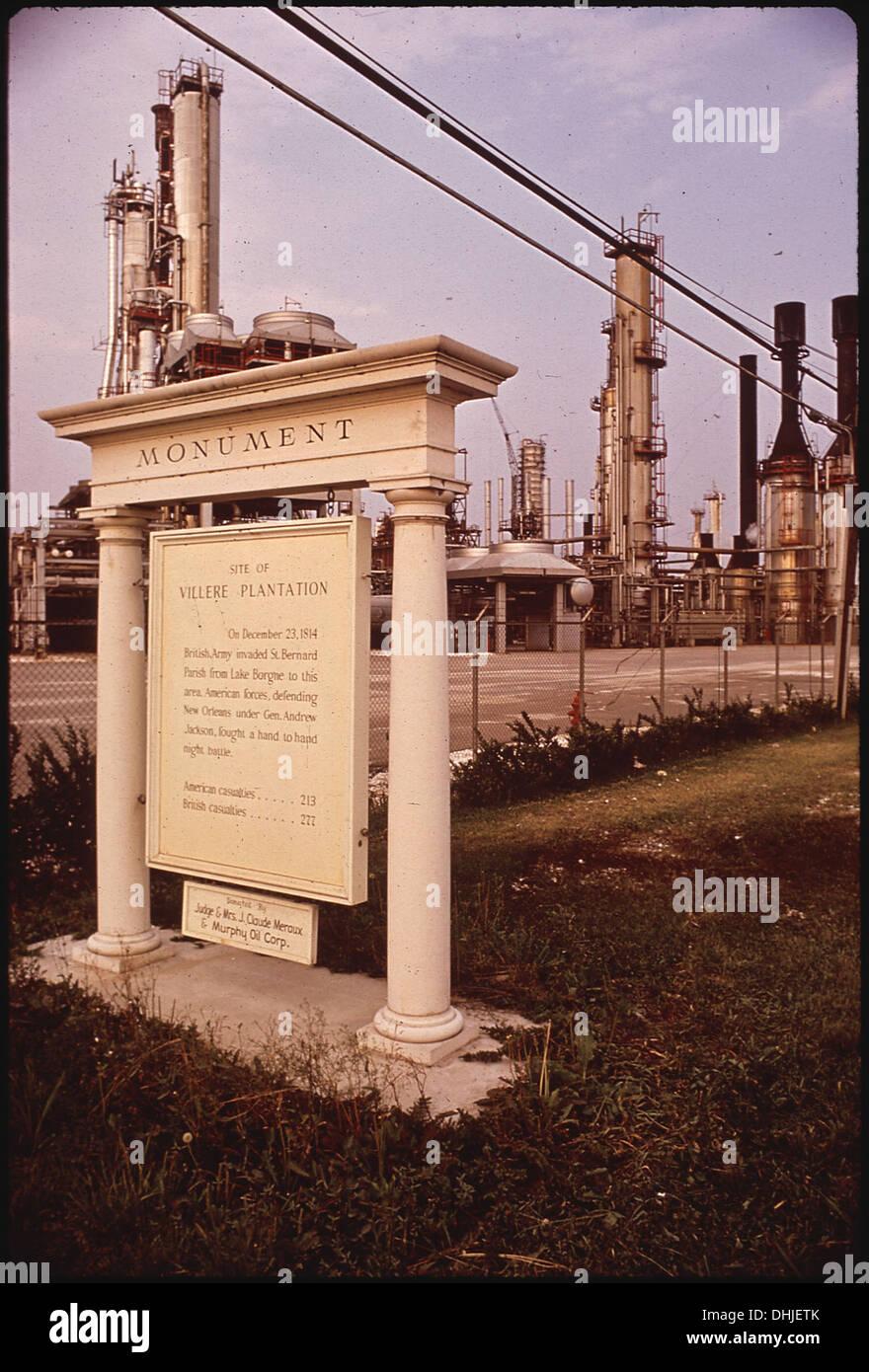 Marcatore storico notando PLANTATION sito sorge all'entrata 286 di raffineria Immagini Stock