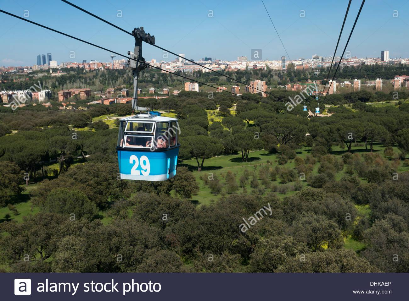 Teleferico attraversando la Casa de Campo, Madrid, Spagna Immagini Stock