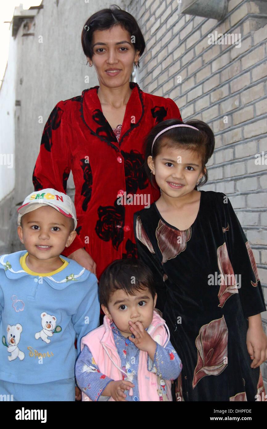 Famiglia tradizionale in Samarcanda, Uzbekistan Immagini Stock
