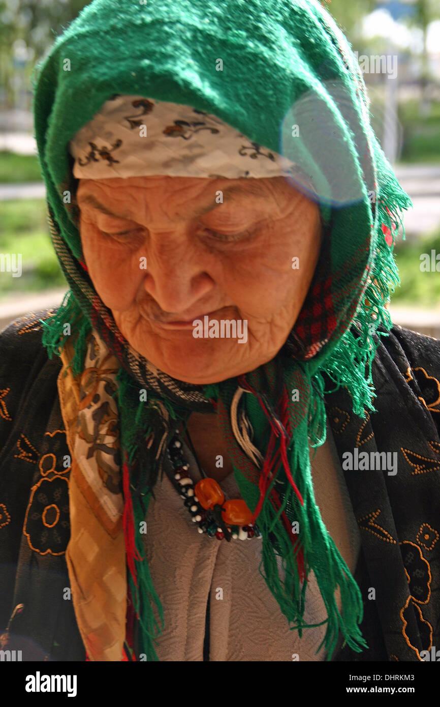 Signora tradizionale in Samarcanda, Uzbekistan Immagini Stock