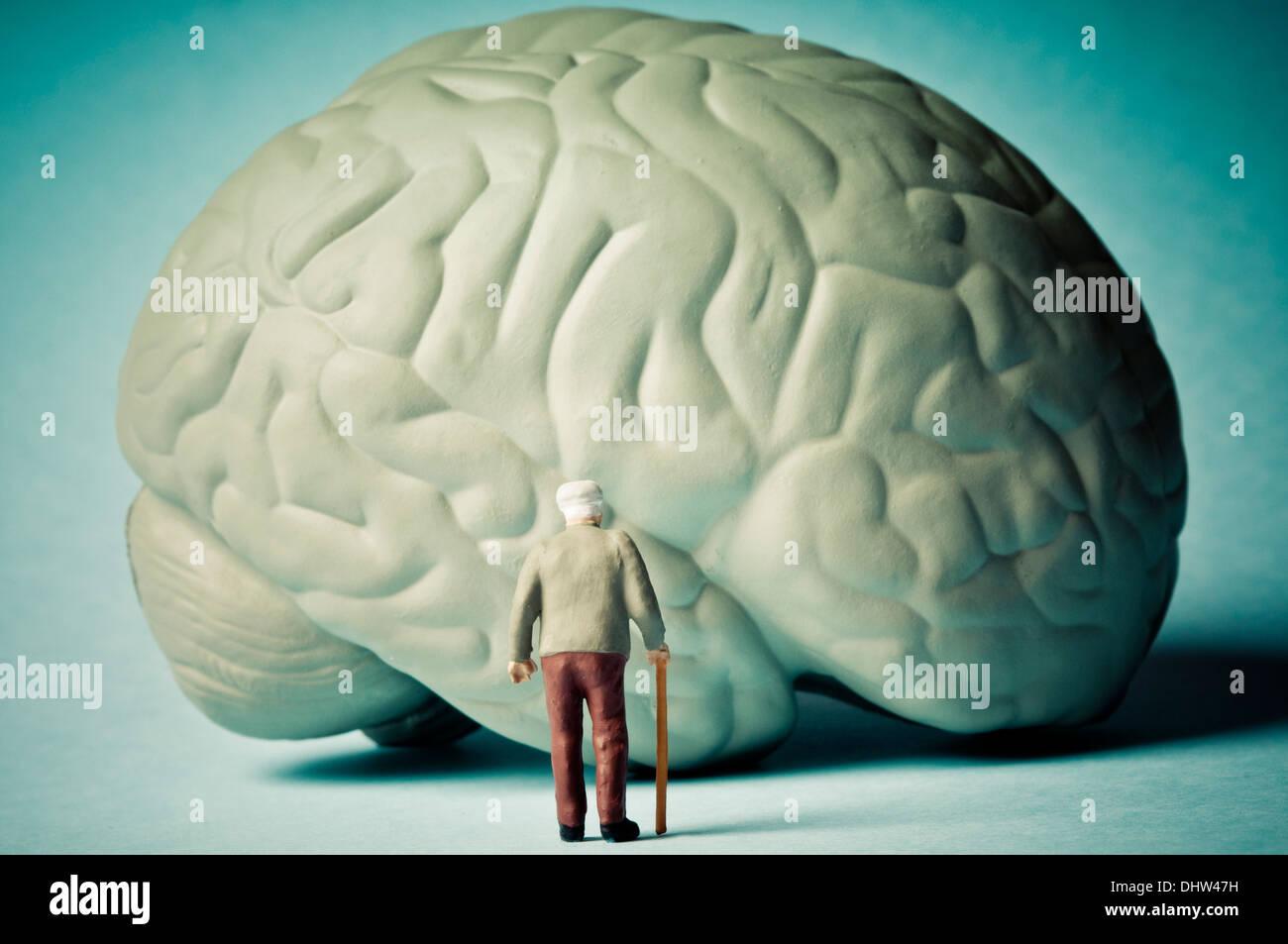 Il morbo di Alzheimer e la mente il concetto di invecchiamento Immagini Stock