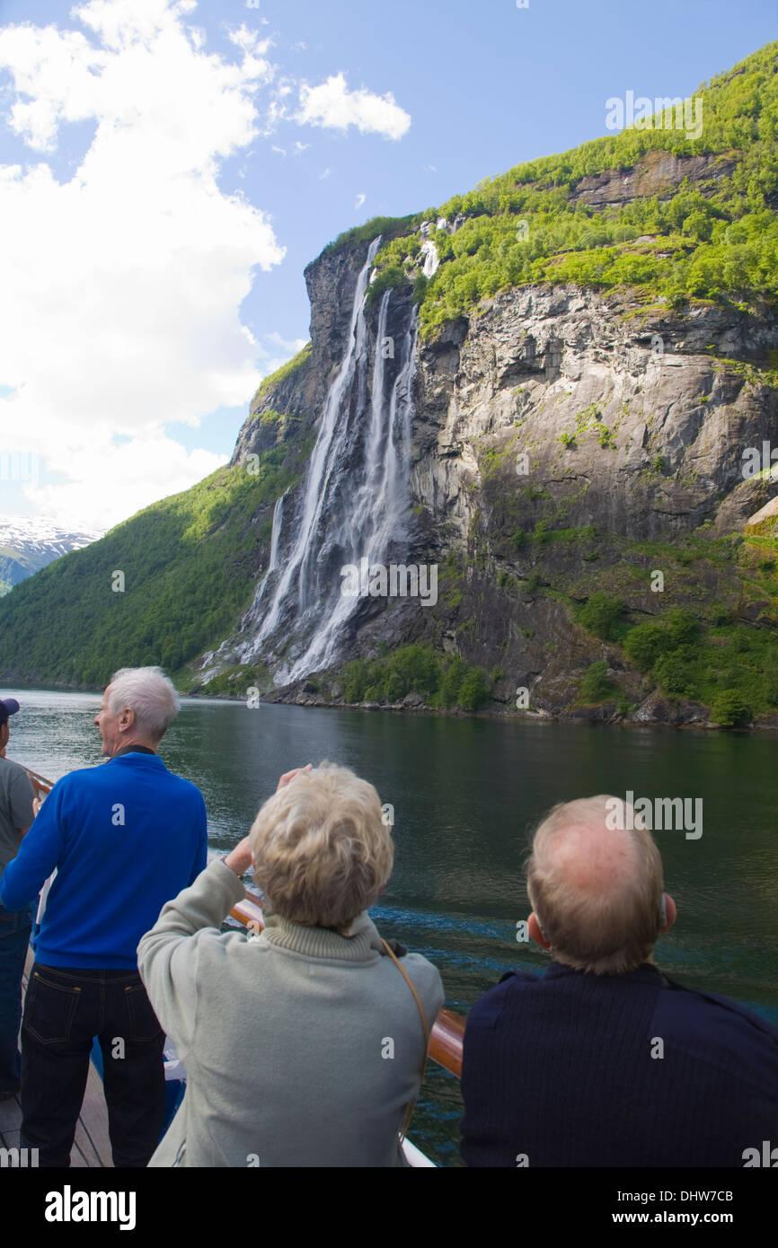 Geirangerfjorden fiordo cascata Norvegia Foto Stock