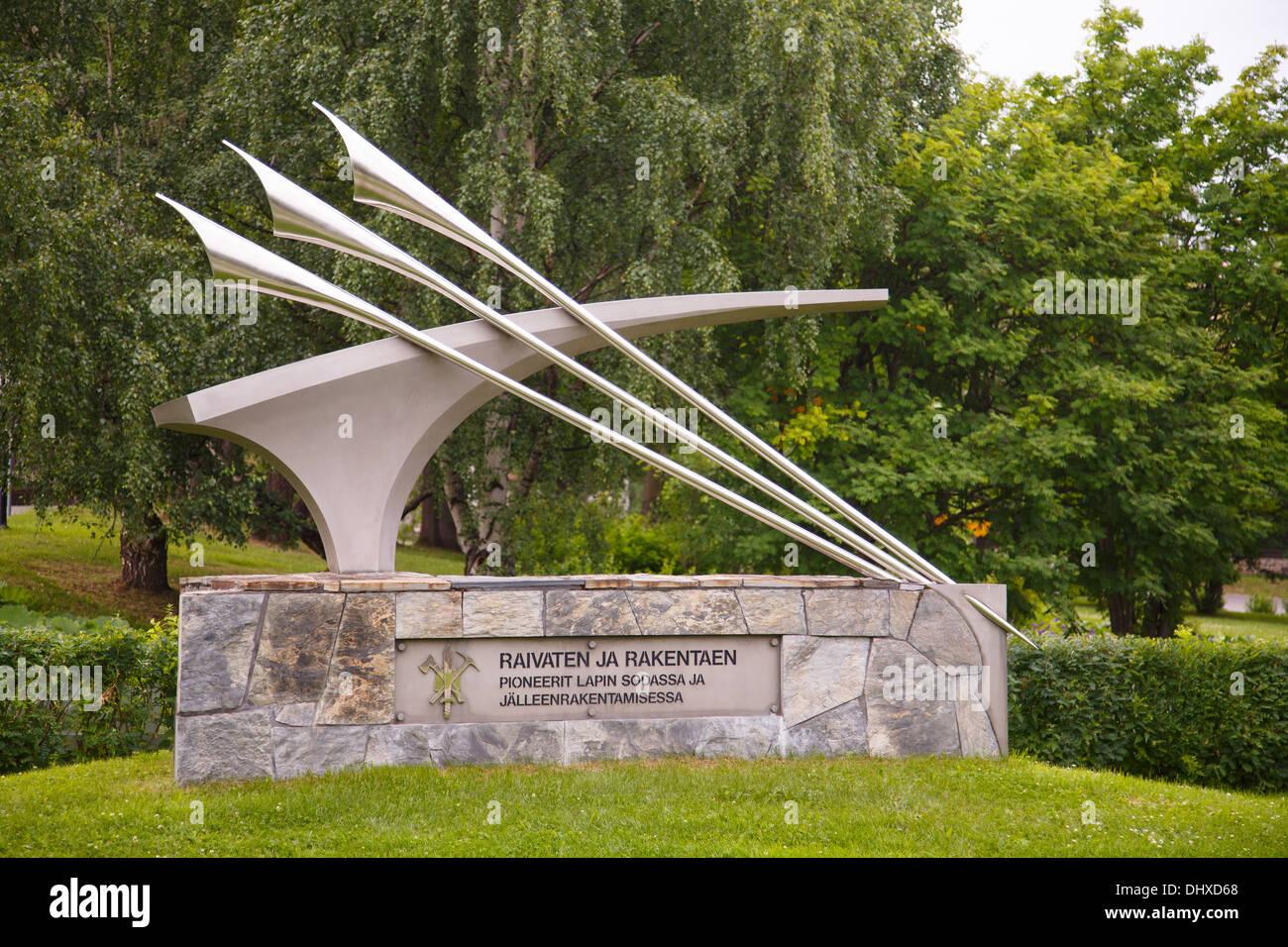 Memoriale della lotta contro gli ingegneri che hanno cancellato le mine di terra e gettò le fondamenta per la ri-costruzione di Rovaniemi, distrutta nel WW2. Immagini Stock