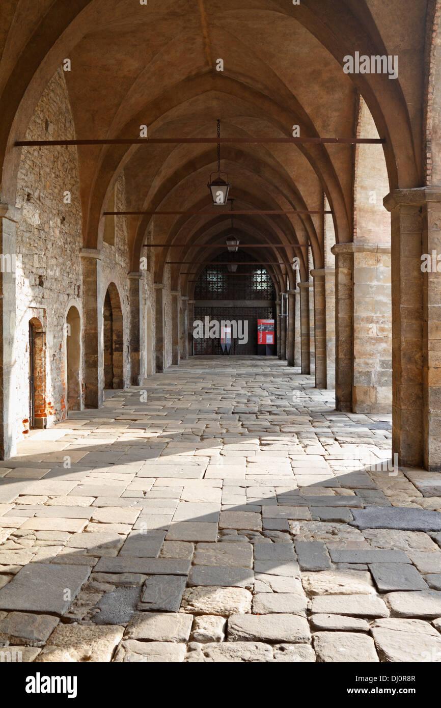 Loggia che conduce al Museo di Scienze Naturali in Piazza della Cittadella, Bergamo Alta, Italia. Immagini Stock