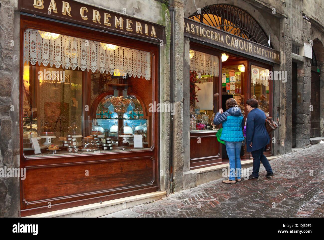 Window In Bergamo Immagini & Window In Bergamo Fotos Stock - Alamy