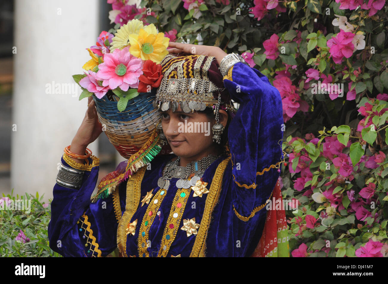 Ragazza adolescente in costume tradizionale, India Immagini Stock