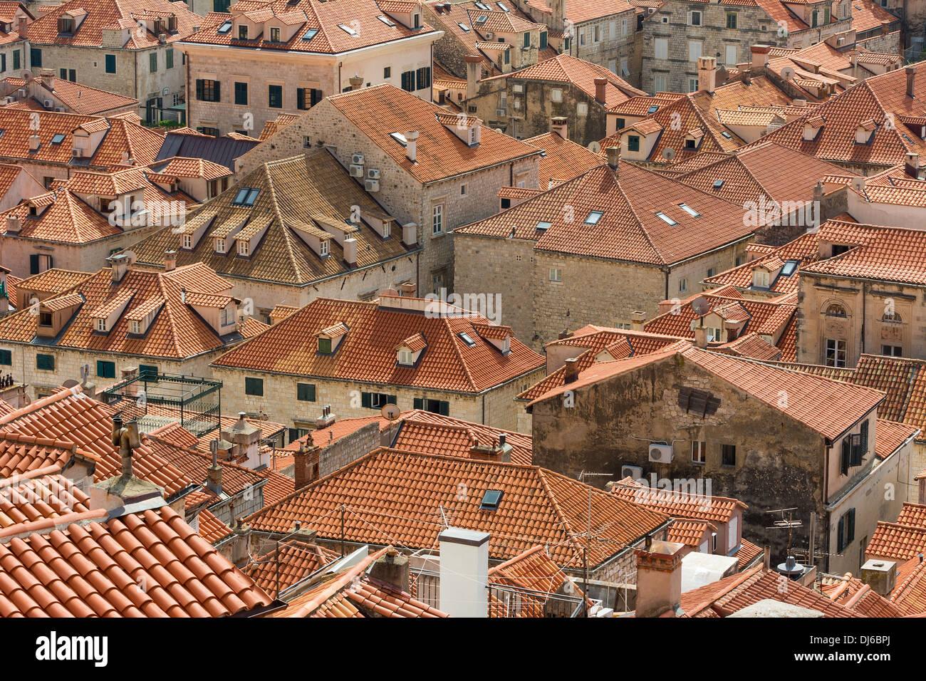 Primo piano vista dei tetti di dubrovnik con caratteristica di