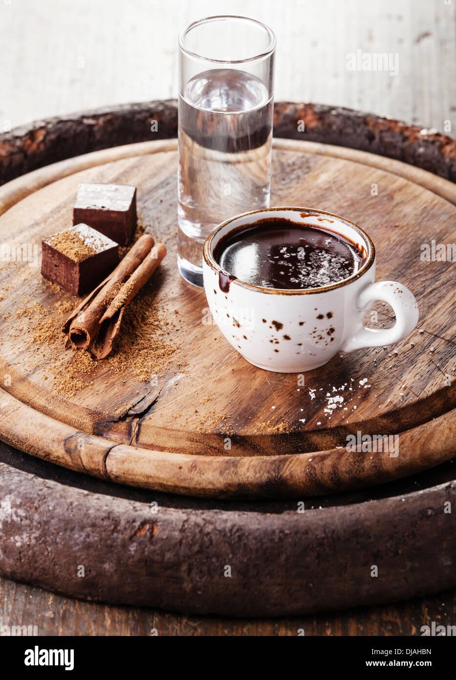 Cioccolata calda con spezie e acqua Immagini Stock