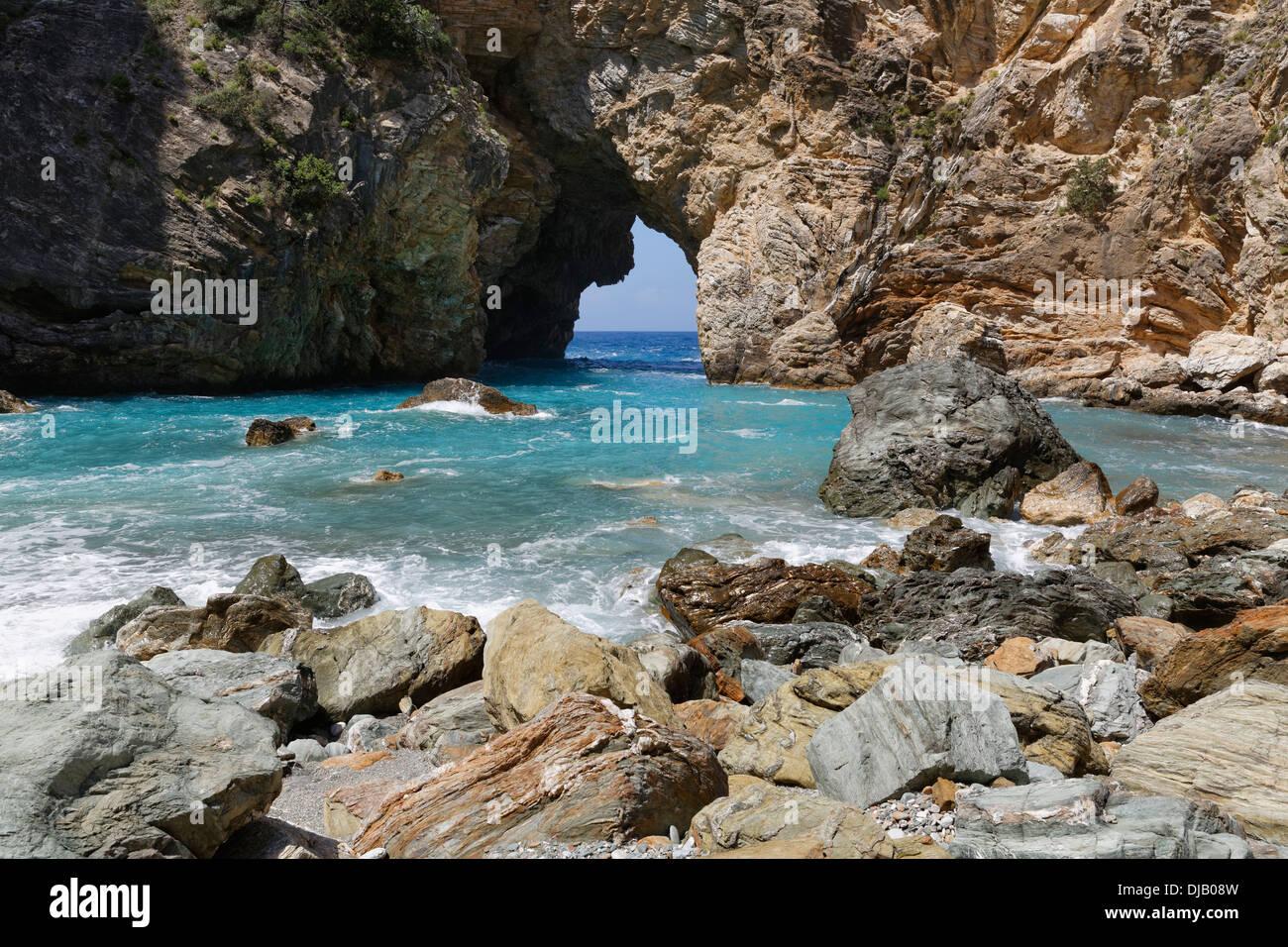 Arco Naturale, costa in Antiochia ad Cragum, Riviera Turca, Gazipasa, Provincia di Antalya, Turchia Immagini Stock