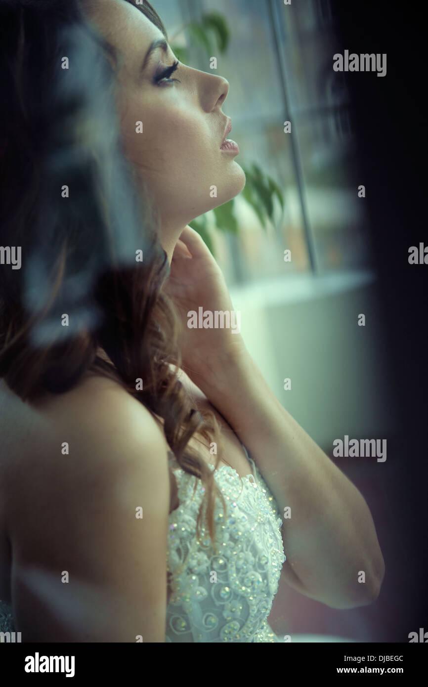 Ritratto di profilo di una deliziosa giovane sposa Immagini Stock