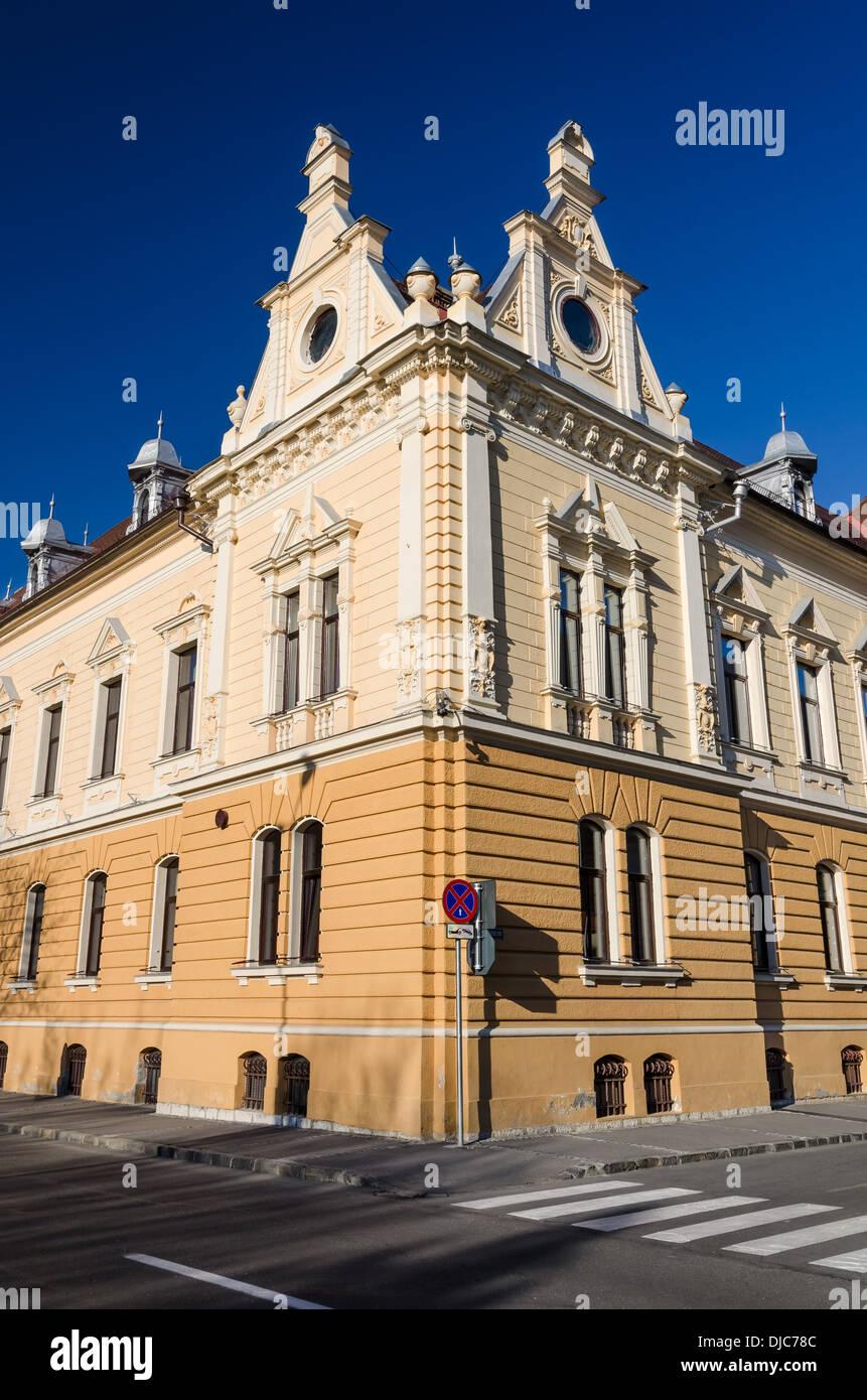 Brasov, Romania. Neobarocco dettaglio con municipio facciata di pietra miliare dell'architettura della Transilvania, Immagini Stock