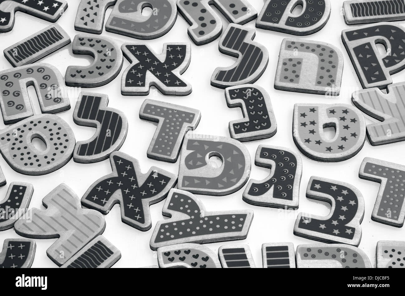 Alfabeto ebraico di lettere e caratteri di sfondo bw foto