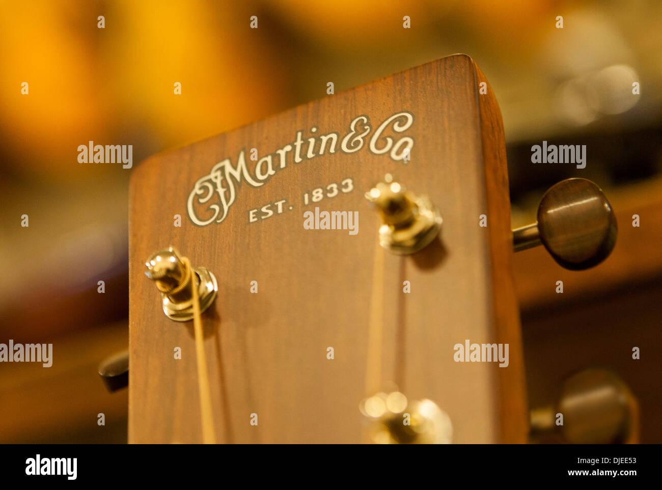 In prossimità di una chitarra Martin casella di PEG o tuning box o testata. Immagini Stock