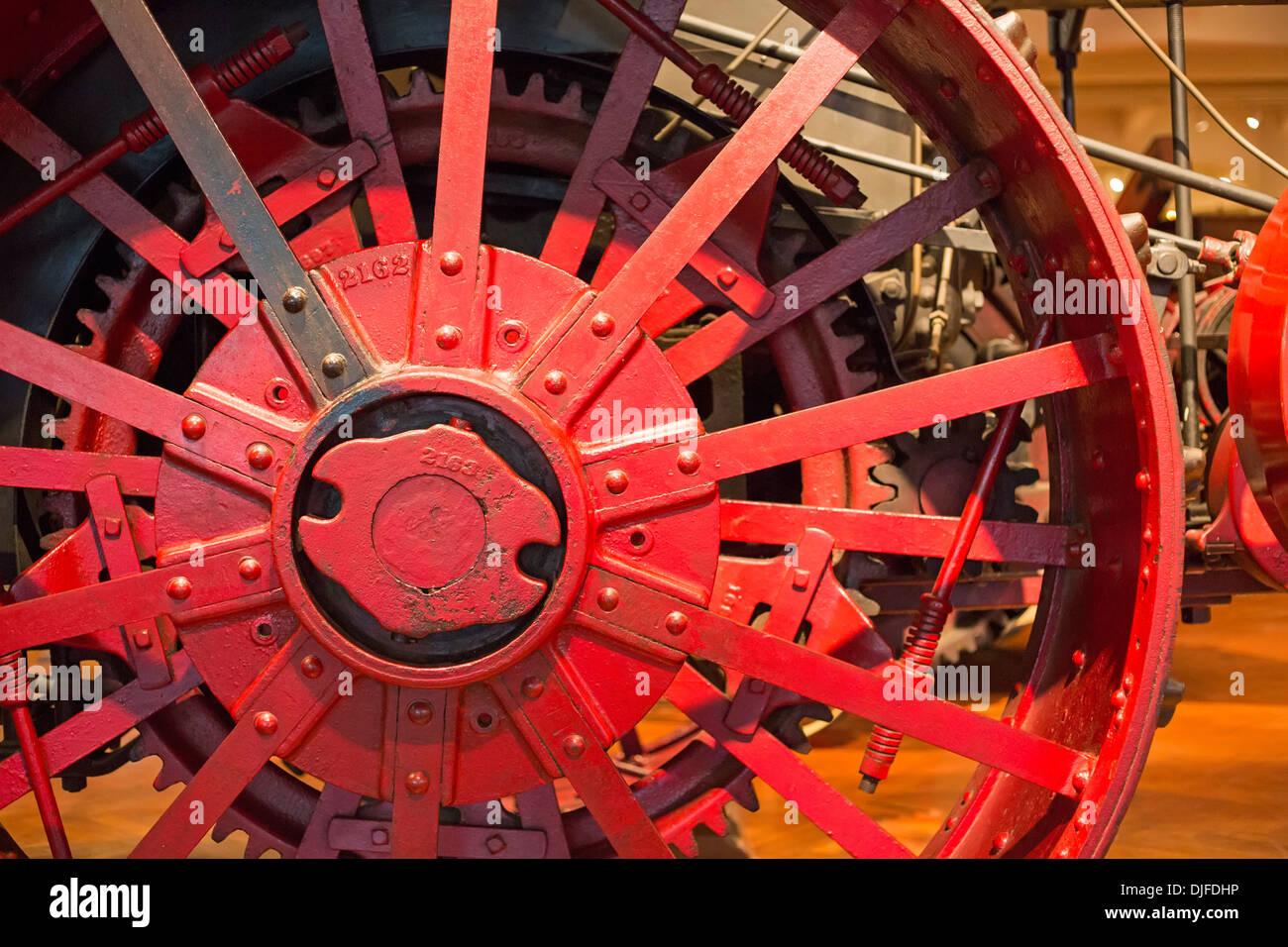 Dearborn, Michigan - Dettaglio di un vapore motore trazione presso la Henry Ford Museum. È stato usato per arare grandi fattorie intorno al 1916. Immagini Stock