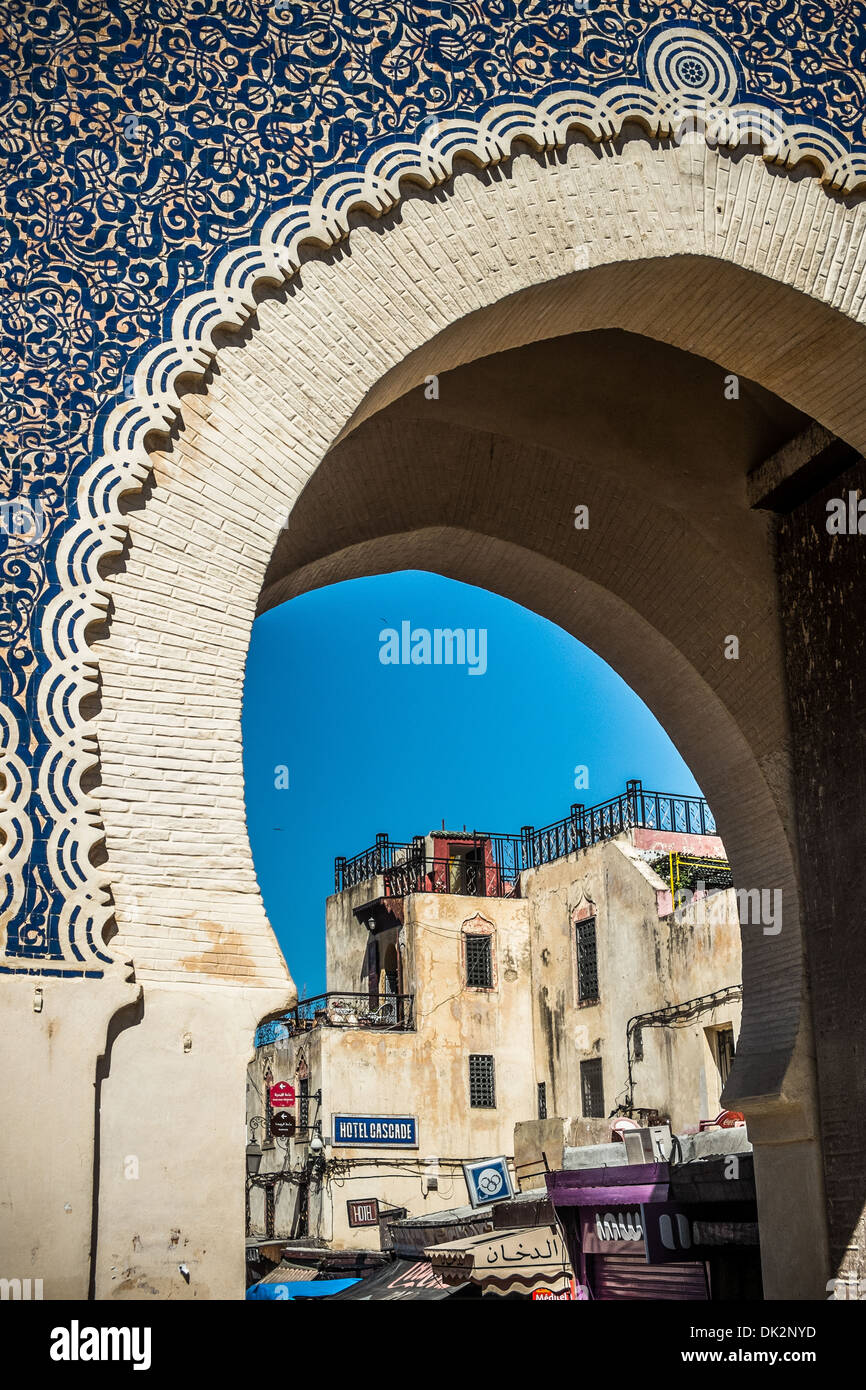 Bab Boujloud, la porta principale per la vecchia medina di Fes Immagini Stock