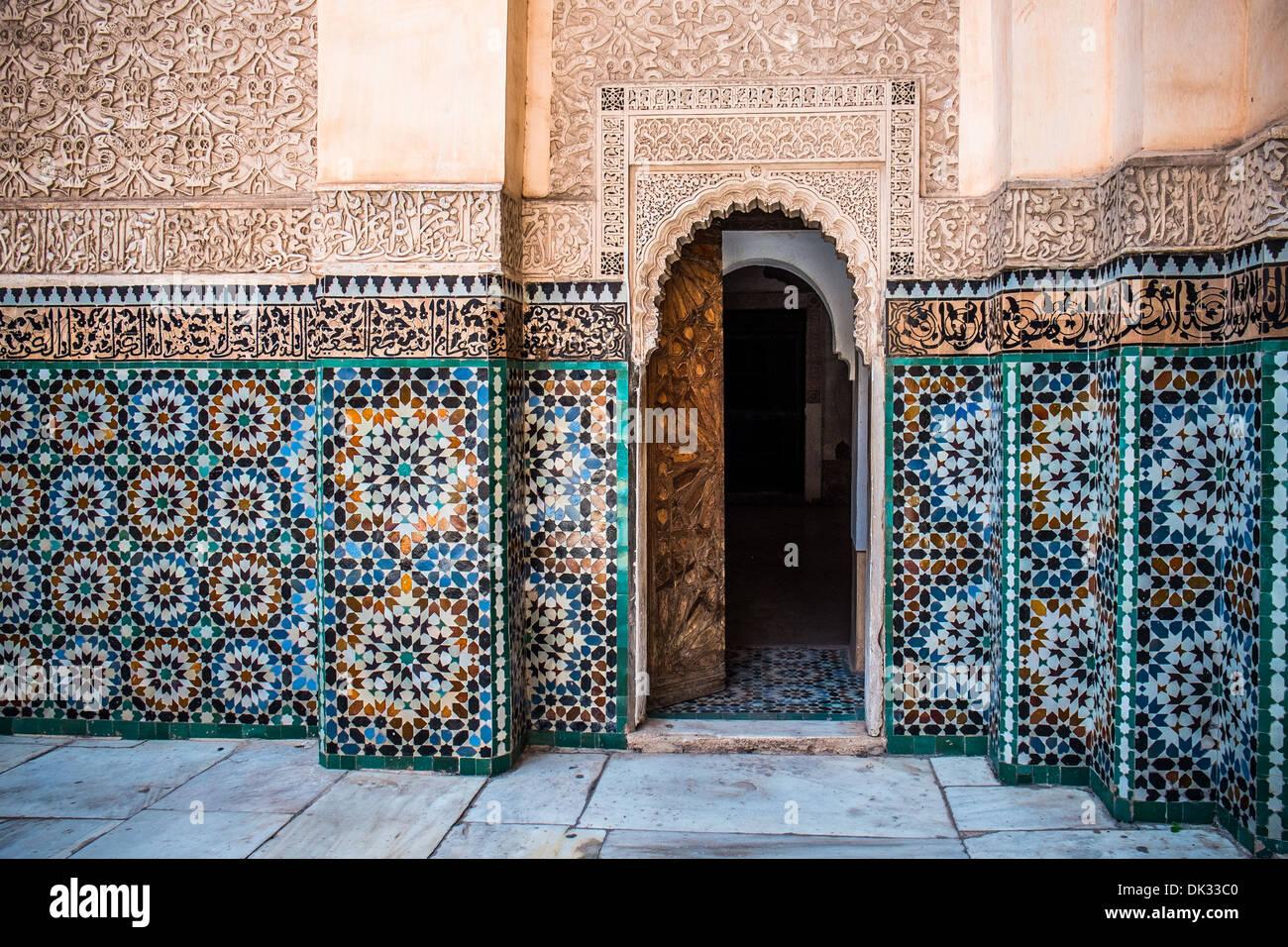 Bella tipiche piastrelle marocchine in medrassa foto immagine