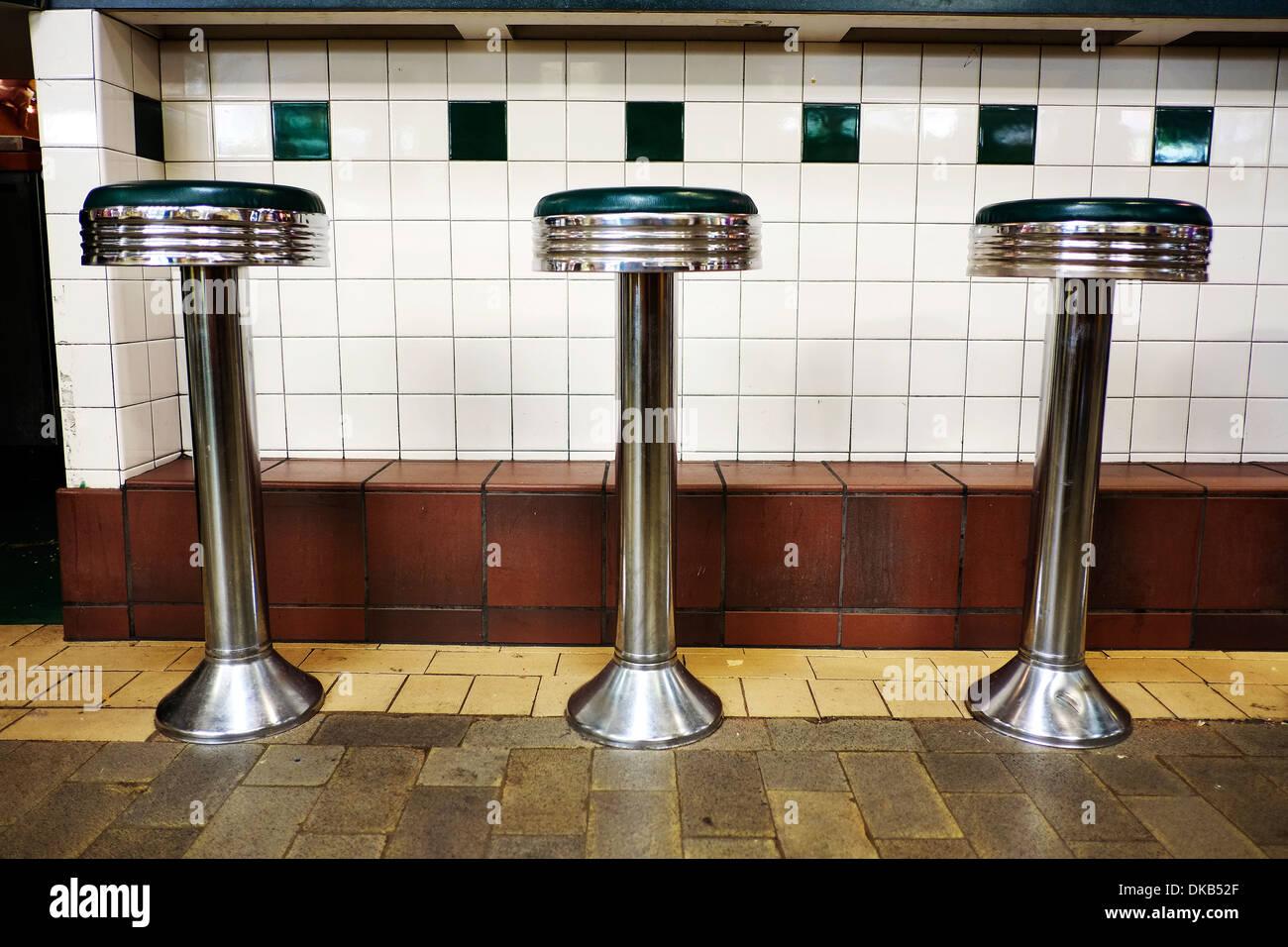 Sgabelli Bar Americani : Bar stools at diner immagini bar stools at diner fotos stock alamy
