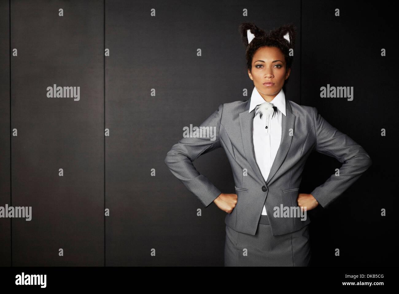 Imprenditrice indossando abiti fantasiosi orecchie Immagini Stock