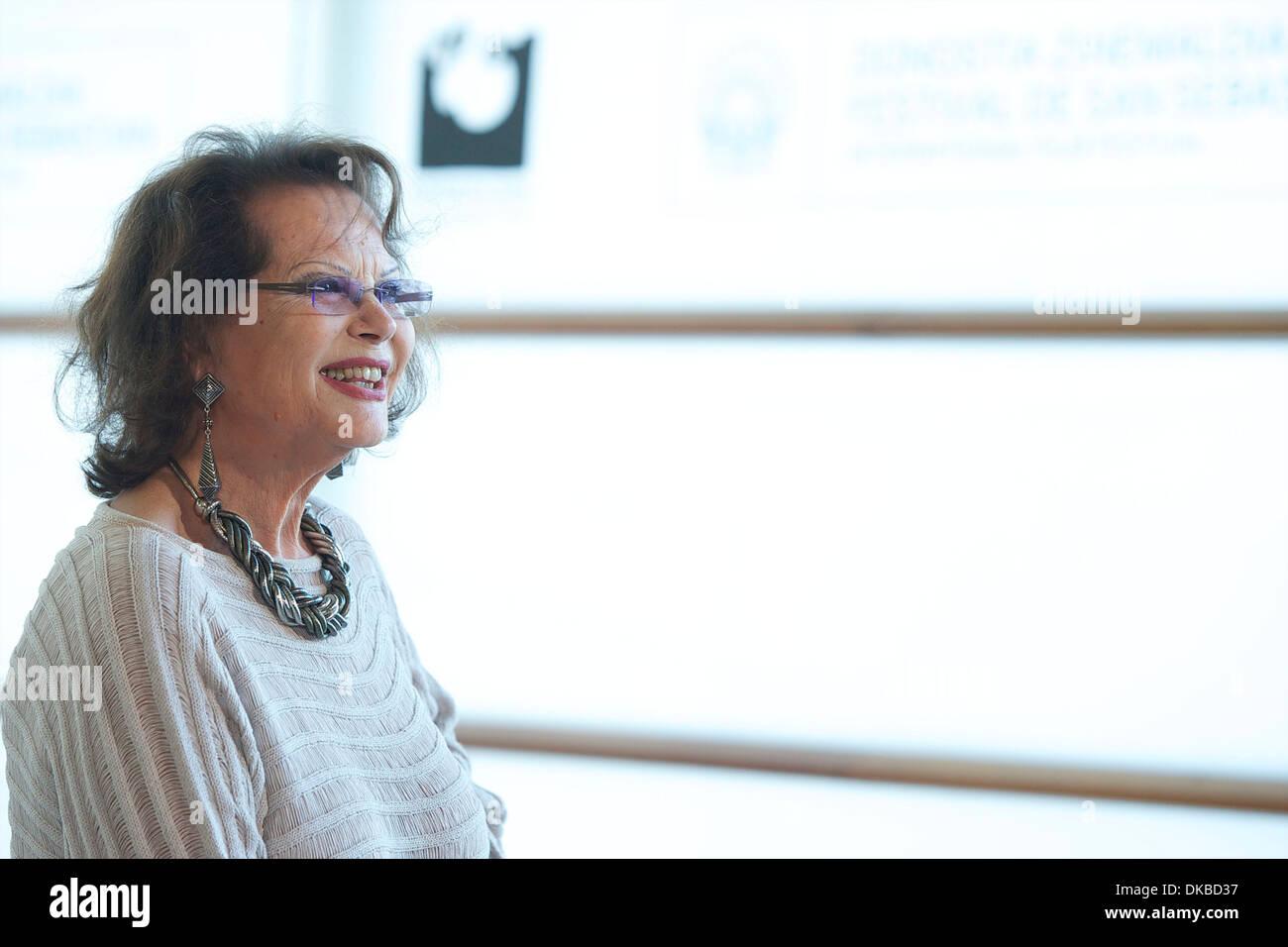 "Claudia Cardinale "" El artista y la modelo' photocall al Kursaal Palace durante il sessantesimo Festival Internazionale del Film di San Sebastian Immagini Stock"
