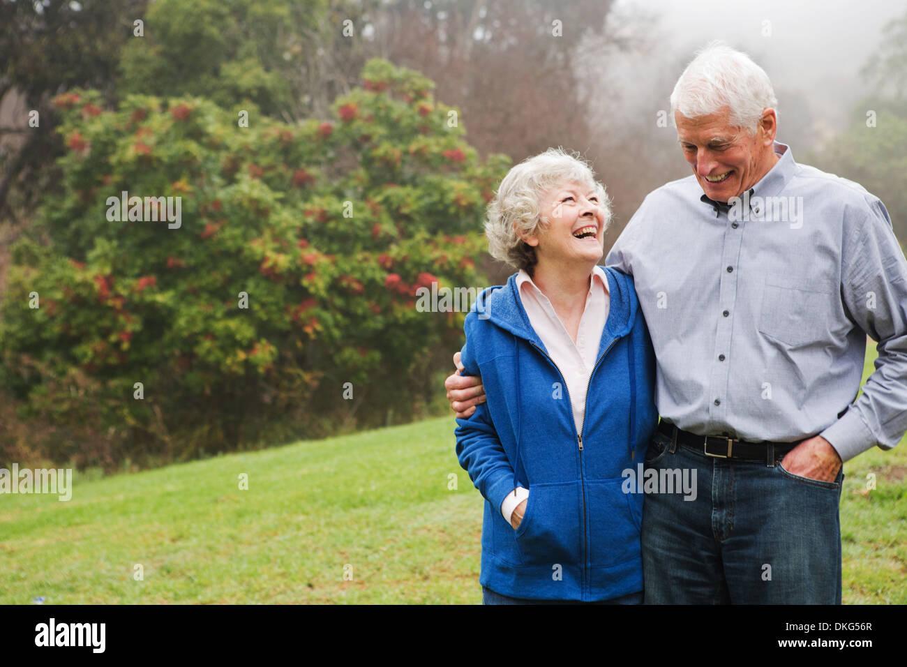 Il marito e la moglie godendo il giorno fuori Immagini Stock