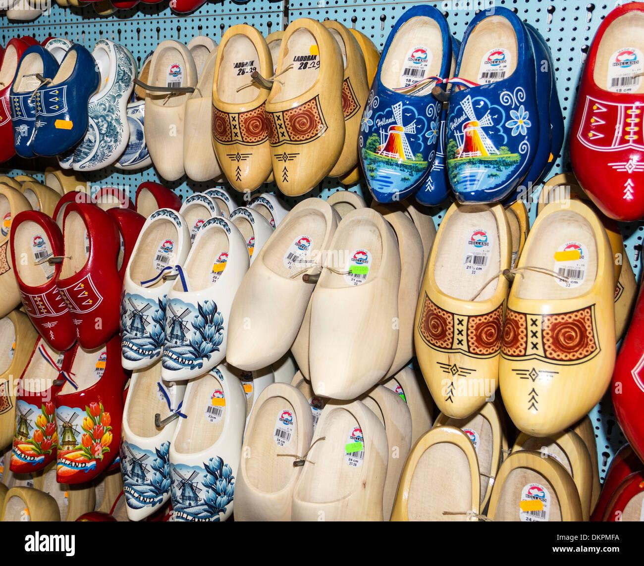 AMSTERDAM olandese di fatto a mano zoccoli di legno [KLOMP O KLOMPEN] per la vendita Immagini Stock