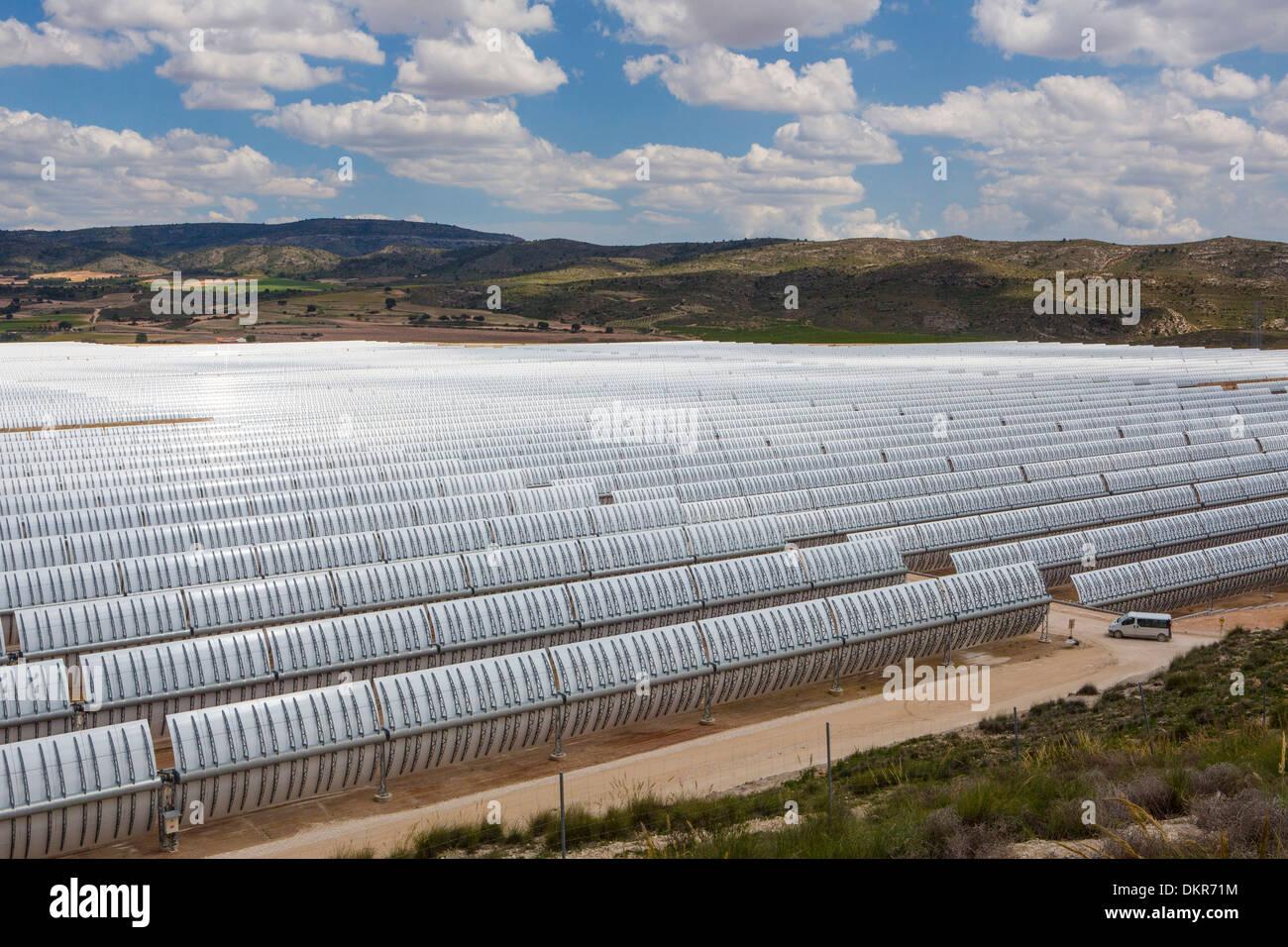 Europa Spagna Murcia Provincia energia solare grandi nuvole di business per lo sviluppo del settore dell'energia solare del paesaggio bianco di Sun Immagini Stock