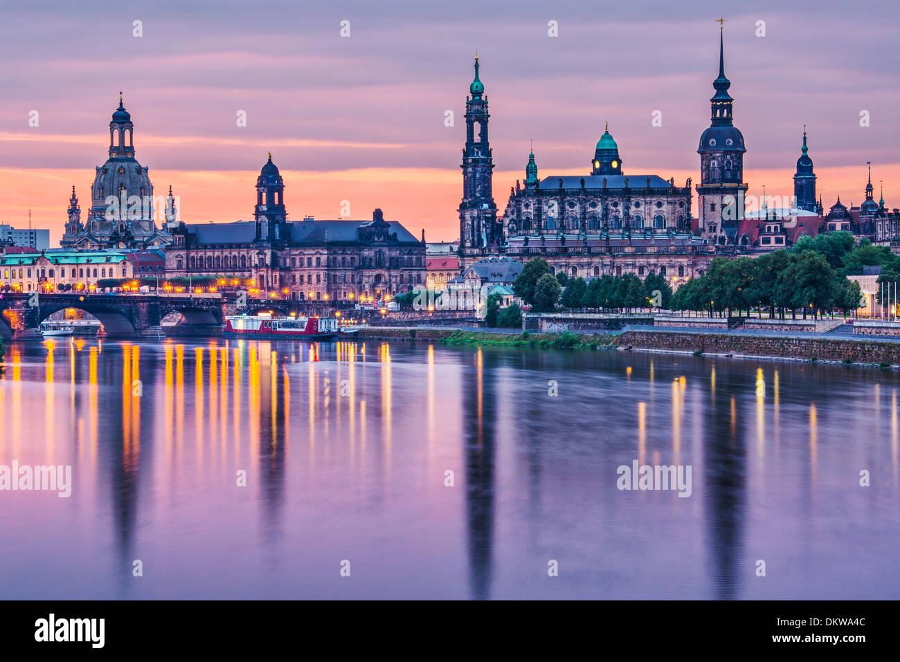 Dresden, Germania sopra il fiume Elba all'alba. Immagini Stock