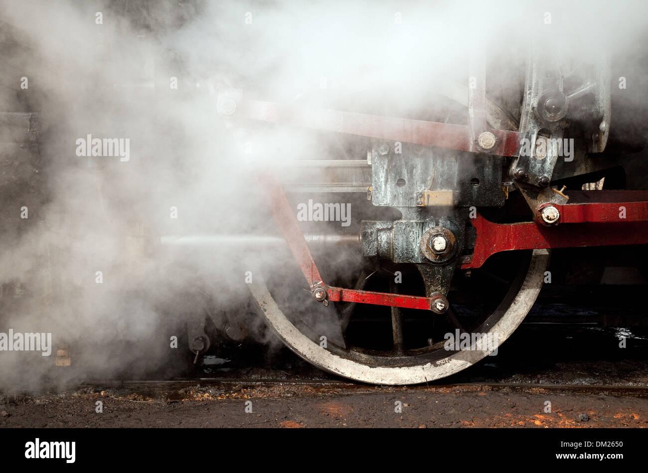 Lavorare il motore a vapore in prossimità delle ruote, Australia village, Cuba, Caraibi Immagini Stock