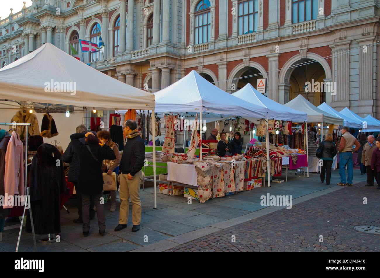 huge selection of d6658 1934b Abbigliamento bancarelle di piazza Carlo Alberto piazza ...