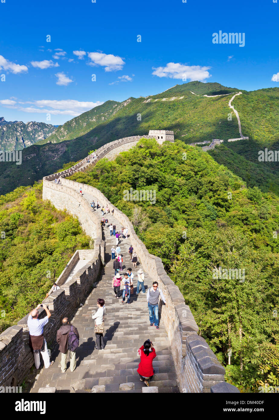 I turisti in visita della Grande Muraglia Cinese, Sito Patrimonio Mondiale dell'UNESCO, Mutianyu, Distretto di Pechino, Cina, Asia Immagini Stock