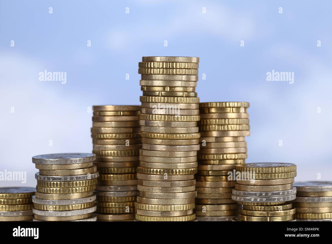 Un grafico di monete con l'argomento di successo, leader e vincitore Immagini Stock
