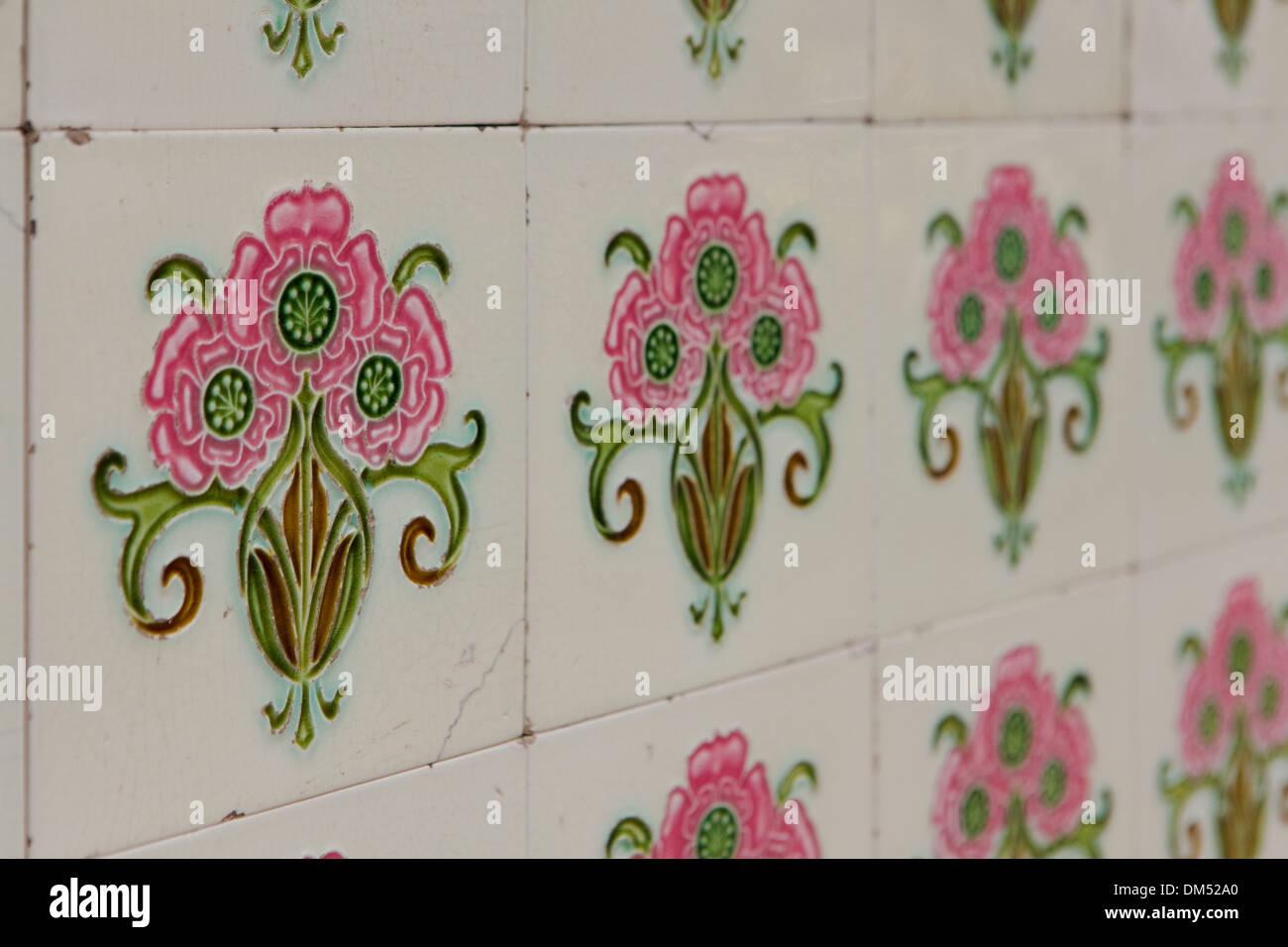 Parete ornata di piastrelle in chinatown singapore decorato con