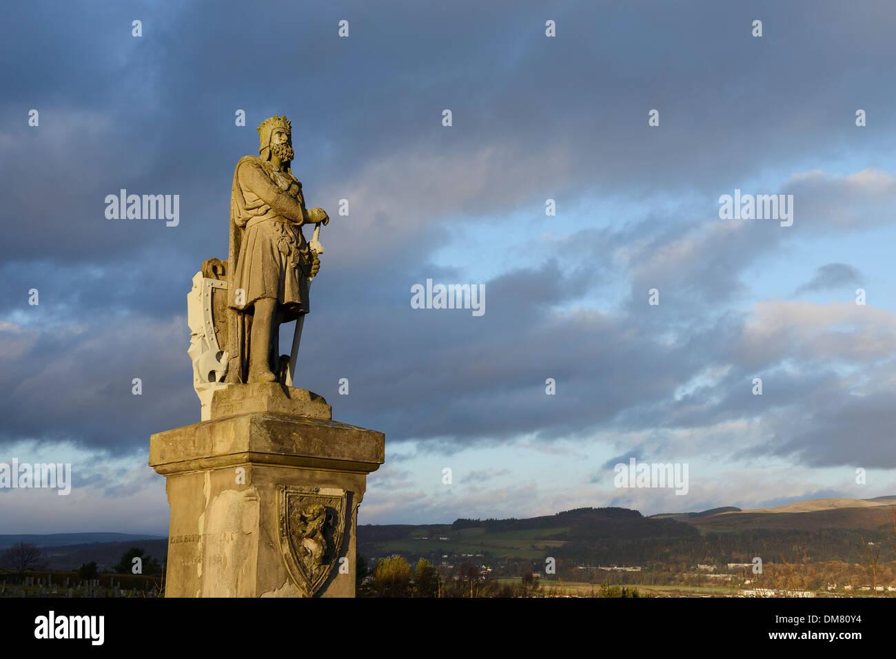 Statua di Robert the Bruce al di fuori del Castello di Stirling in Scozia Foto Stock