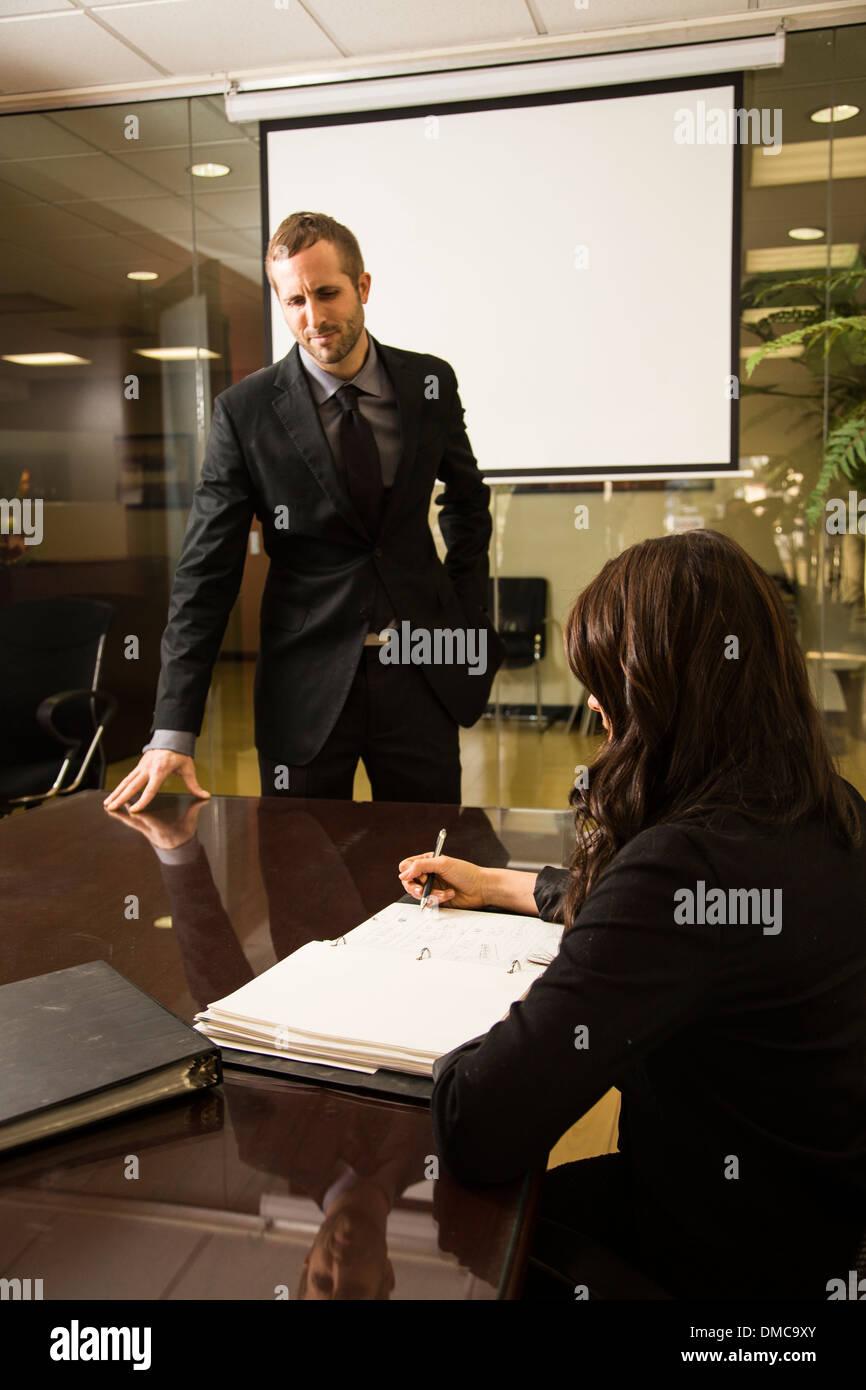 I giovani professionisti in una riunione Immagini Stock