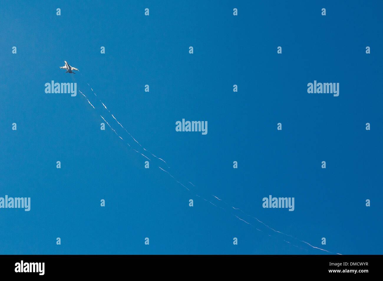 F-15 accelerando a Wings Over Camarillo Airshow Camarillo in California nel mese di agosto del 2011 Immagini Stock