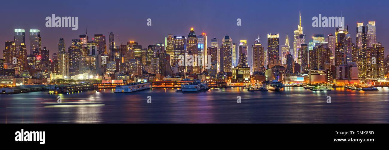 Manhattan di notte Immagini Stock