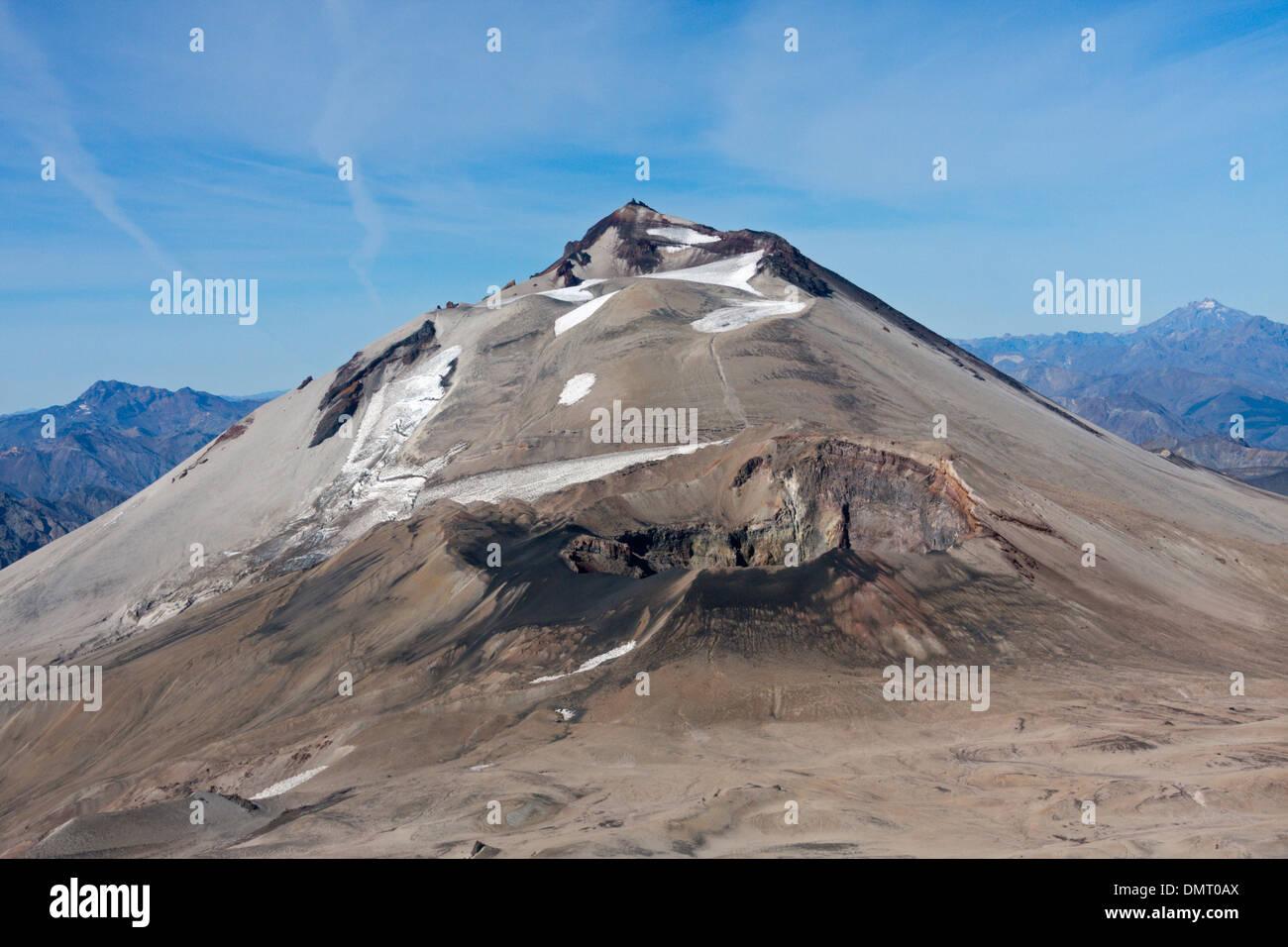 Vulcano montagne delle Ande Cile desolata colorato sfiati sterile a flusso di lava montanas Cero Azul Descabazado Vulcano Immagini Stock