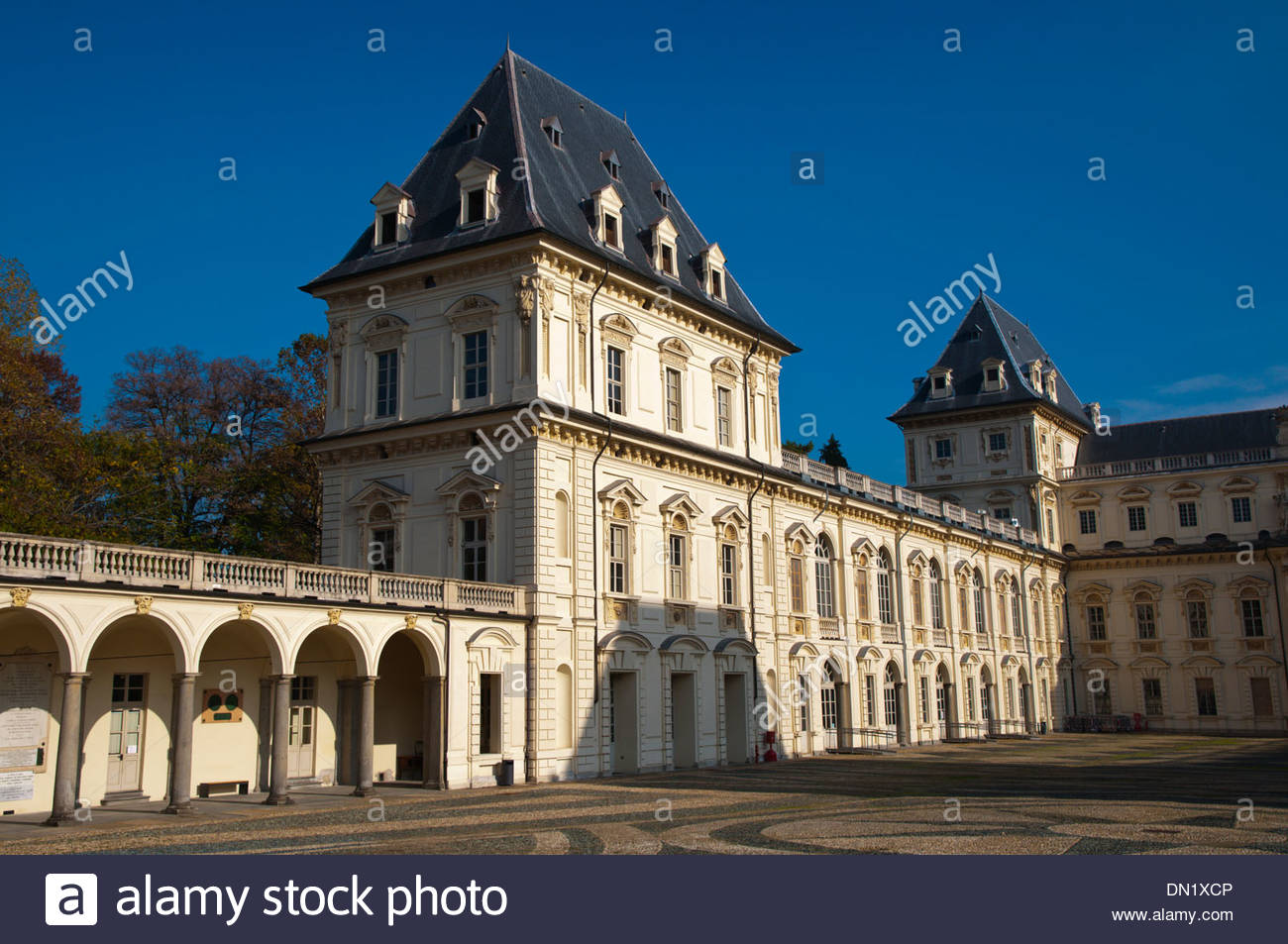 Castello del Valentino (1660) oggi sede Facoltà di architettura Parco del Valentino Torino Città Regione Piemonte Italia Immagini Stock