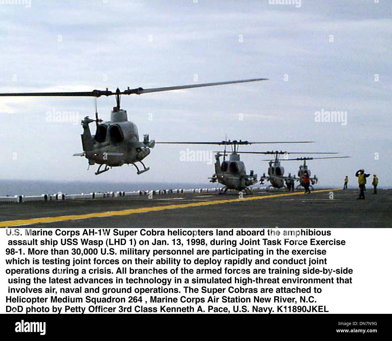 Elicottero 007 : N°007 immagini & n°007 fotos stock alamy