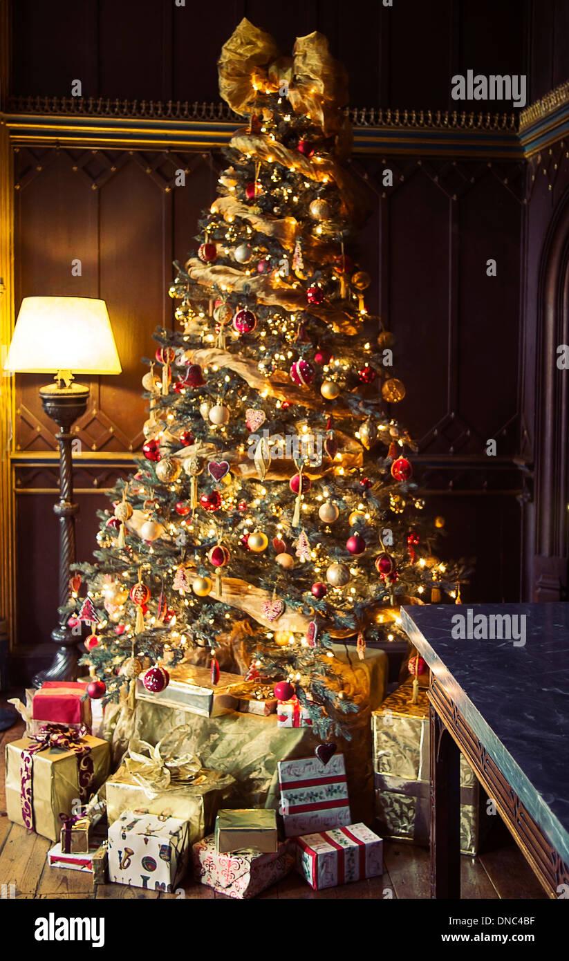 Albero Di Natale In Inglese.Albero Di Natale In Una Casa Di Campagna Inglese Foto Stock Alamy