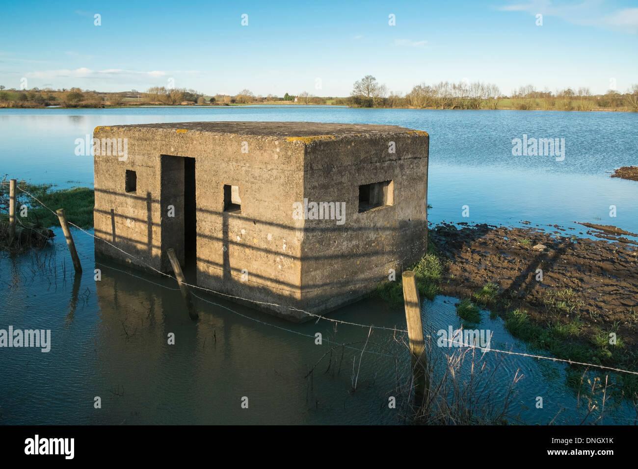 II Guerra Mondiale porta pillole in campo inondato Somerton Oxfordshire England Regno Unito Immagini Stock