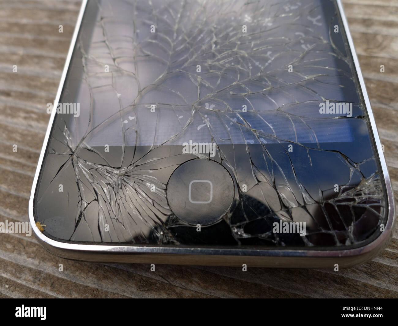 0ca82a3a191 Schermo Iphone Rotto Immagini & Schermo Iphone Rotto Fotos Stock - Alamy