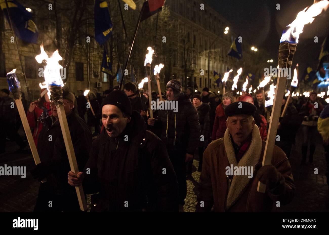 Kiev, Ucraina. 1a gen, 2014. Circa 15000 persone hanno marciato attraverso Kiev a onore della Stepan Bandera, glorificato Foto Stock