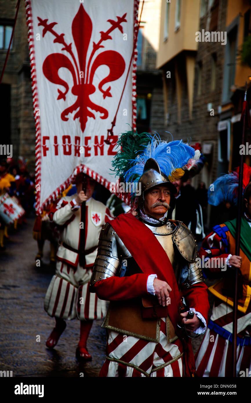 Tradizionale processione per contrassegnare l'inizio del Carnevale di Viareggio nella città di Firenze Immagini Stock