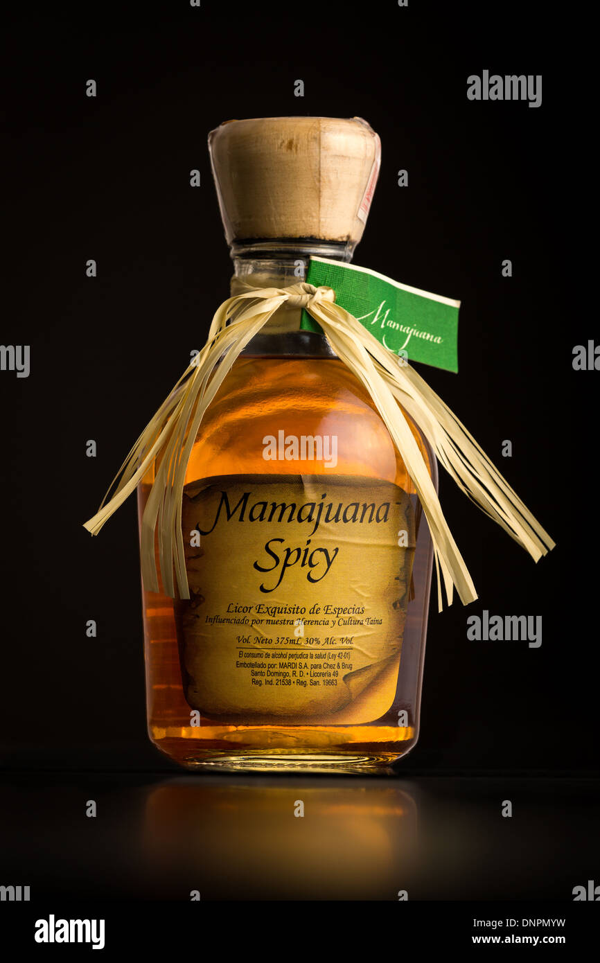 Foto di un Mamajuana bottiglia piccante Immagini Stock