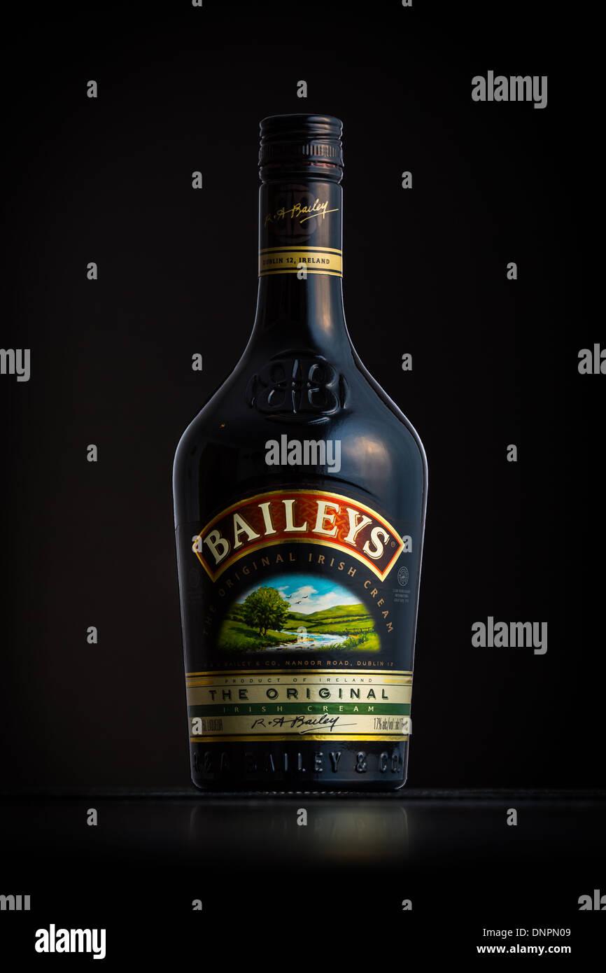 Foto di una bottiglia di Baileys Immagini Stock