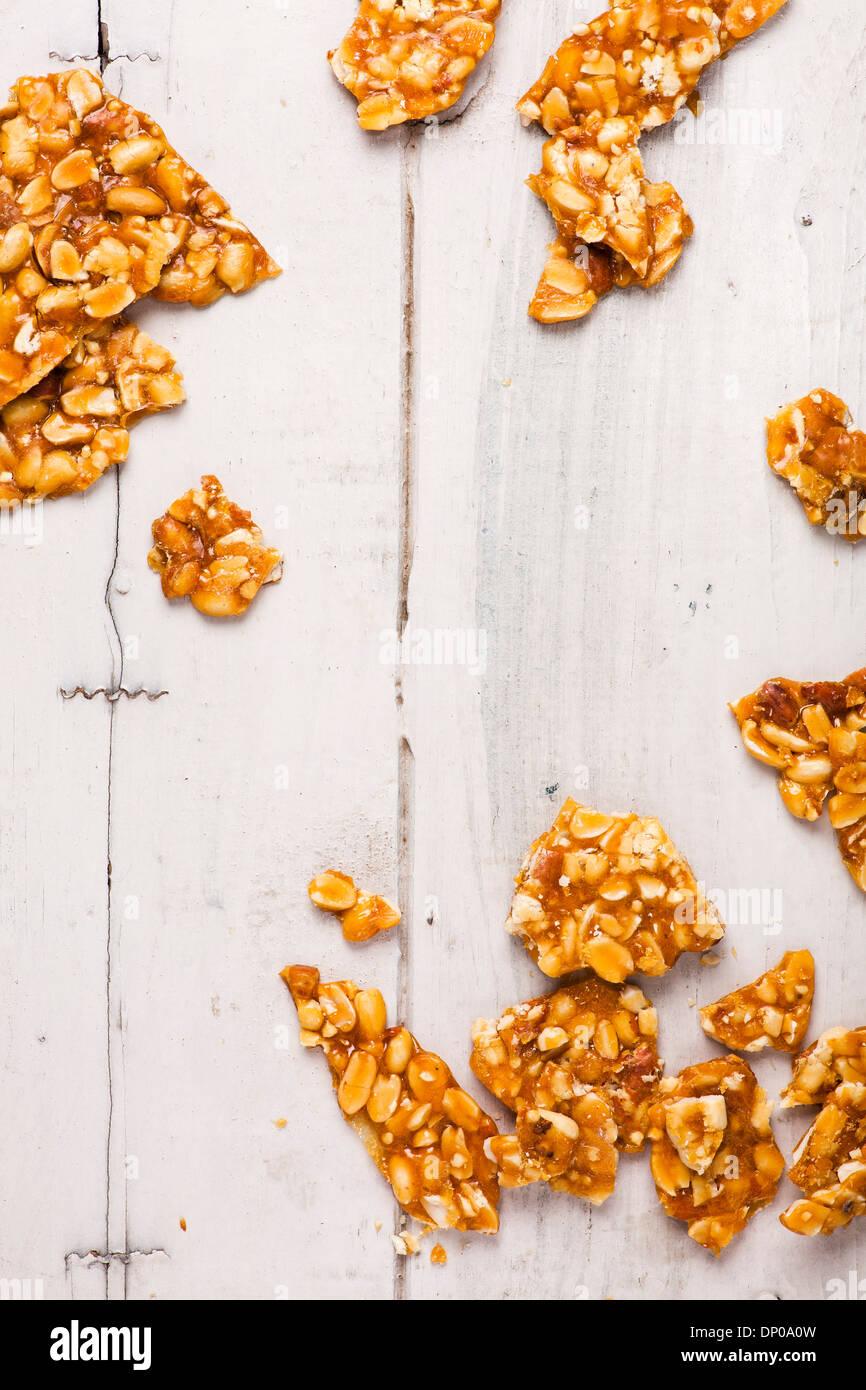 Indian arachidi e dolce jaggery popolarmente noto come chikki o cracknell di arachidi Immagini Stock