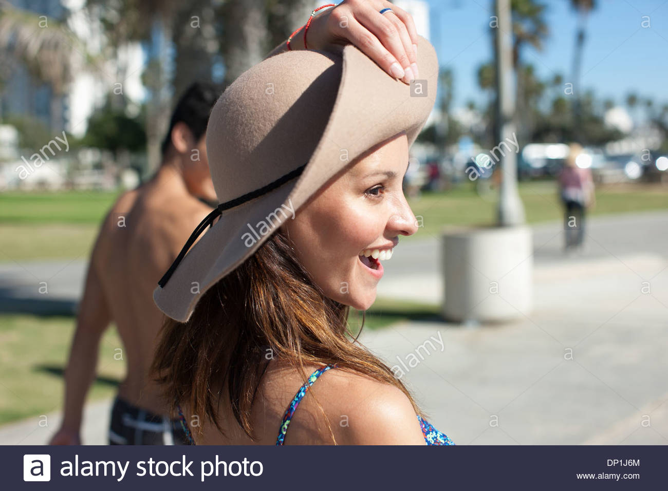 Donna che indossa hat Immagini Stock