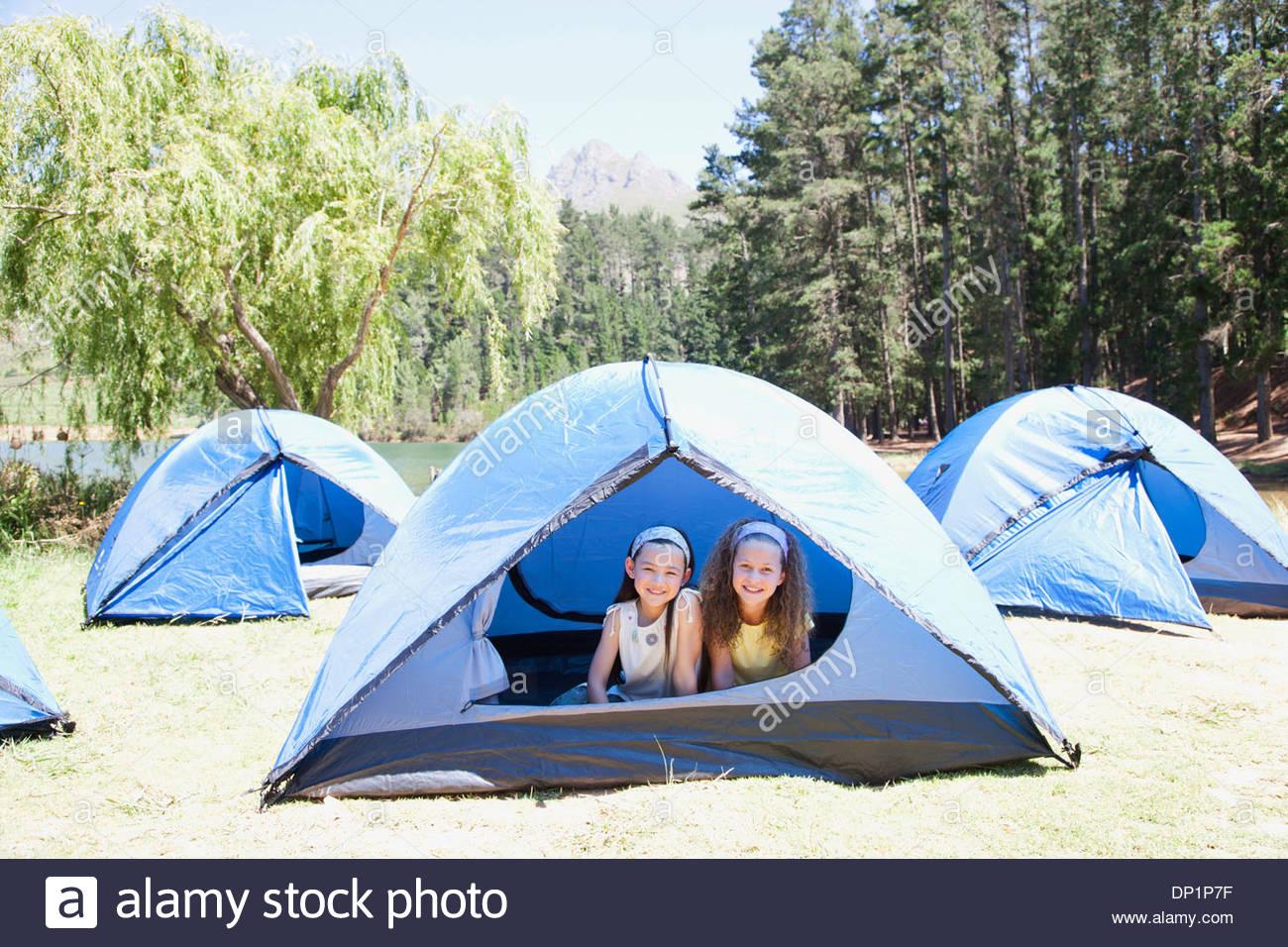 Ragazze in tenda Immagini Stock