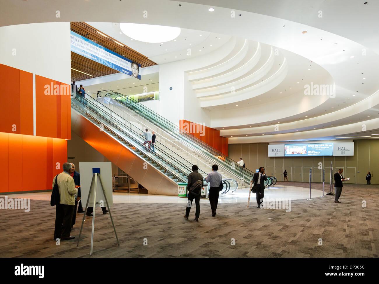 Interno del Moscone Center, il più grande complesso fieristico e congressuale a San Francisco, California. Foto Stock